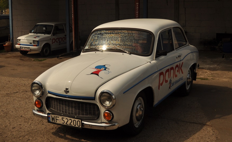 """Read more about the article """"Challenge Accepted"""" <BR> PANEK CarSharing wprowadza Syrenę 105"""