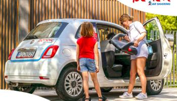Panek udostępnia foteliki dziecięce w swoich samochodach.